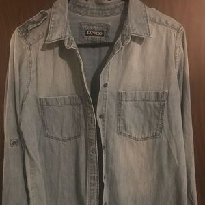 Express size M chambray button up